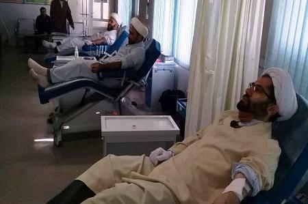 طلاب حوزه علمیه آستارا خون اهدا کردند