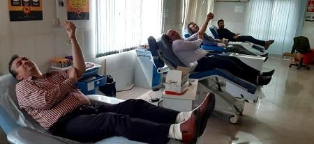 فرهنگیان آستارا با اهدای خون، زندگی اهدا کردند
