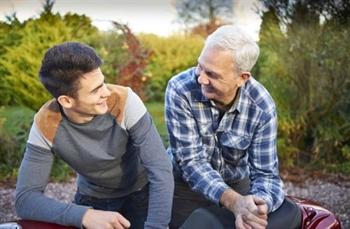 رفتار با والدین از نگاه قرآن و روایات